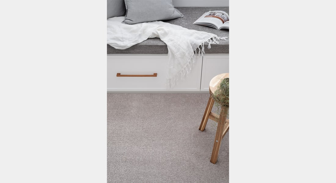 Product featured: Carpet Charmeuse 93 Amboise Bay
